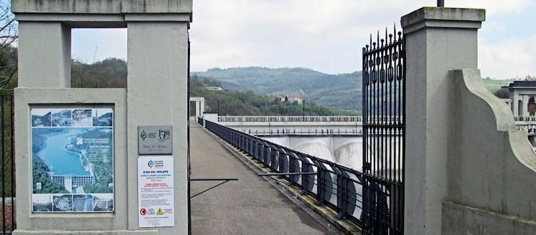 Ingresso al camminamento della diga del Molato